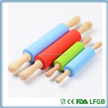 Non-stick Silicone rubber Rolling Pin with Wooden Handle Pastry pizza dough rollerDough Roller Dumplings