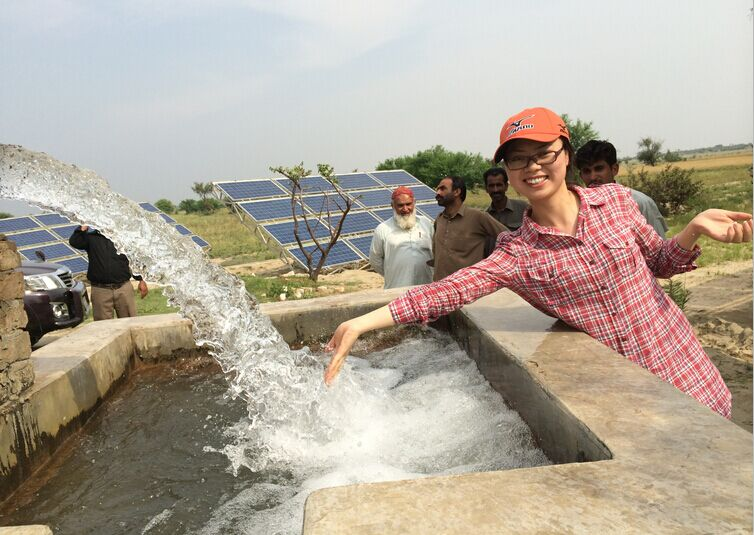 Large power solar water pump system with submersible pump