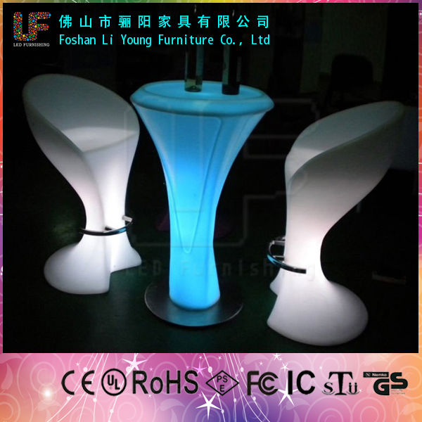 Liyoung Fashion Plastic LED Lighting Table And Chair , Rechargeable PE Remote Control Color Changing LED Lighting Bar Furniture