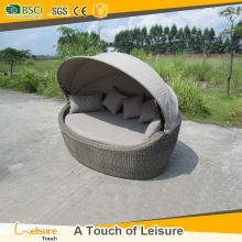 Good quality wicker PE rattan poolside furniture daybed used hotel outdoor sunbed with canopy