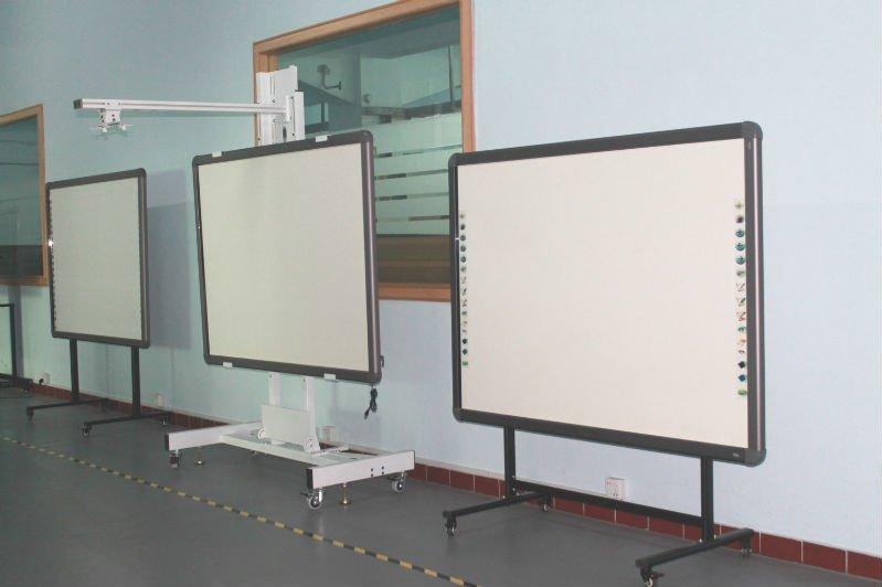 quadro m vel white board com suporte e quadro branco trip para equipamentos de sala de aula. Black Bedroom Furniture Sets. Home Design Ideas