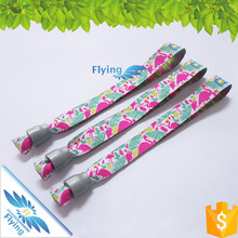 Favorable price festival event fabric wristbands with slogan for Organazation