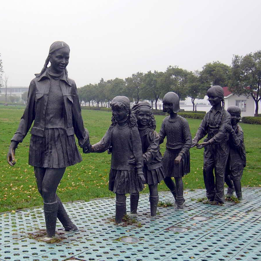 Bronze mother and child sculpture for park decoration