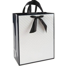 New Arrived Fancy Design White Craft Unique Decorative Plastic Rope Handle Shopping Paper Gift Bag