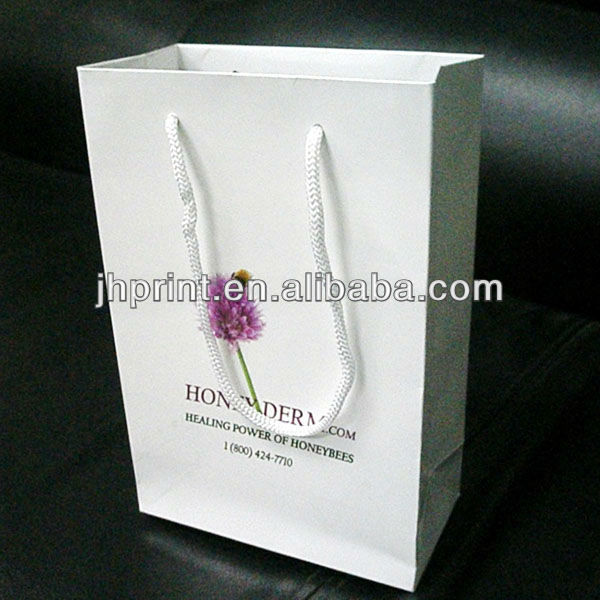 fashionable new designed recycle paper bag printing in China