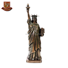 Wholesale fashion handmade craft resin material statue of liberty souvenirs
