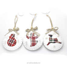 Iron Made Christmas Decoration with Plaid Fabric Filling