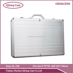 Quality guarantee silvery hair stylist tool case