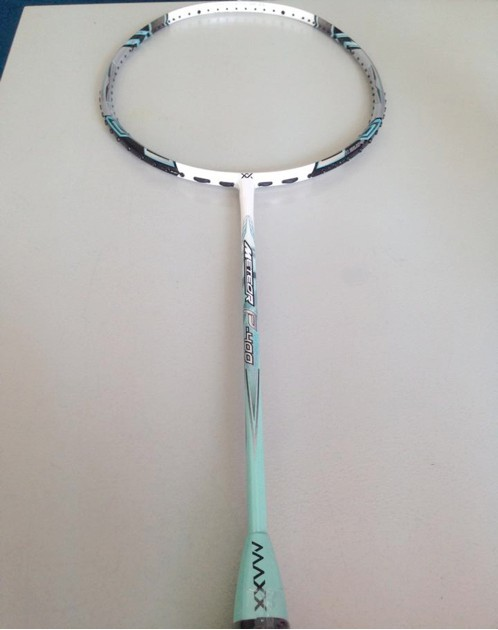 MAXX Malaysia's brand high quality graphite Meteor P-400 Badminton Racket