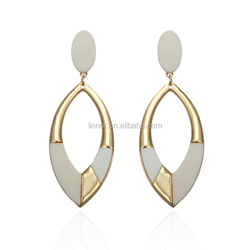 <strong>Fashion</strong> And Popular Acrylic Earrings Oval Shape Big Hoop Earrings With Gold Alloy Plated Indian Jhumka Earrings Wholesale