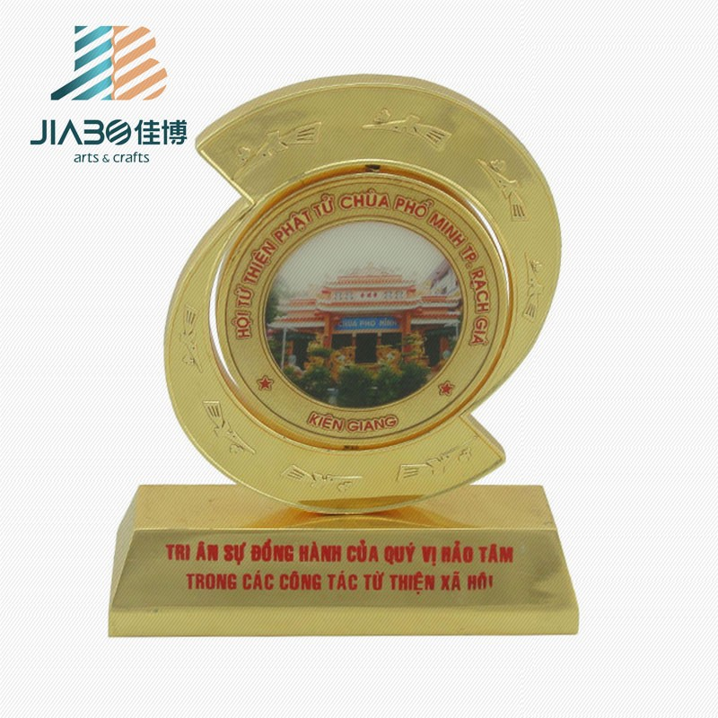 2014 new design cheap star trophy / wholesale trophy figures metal / gold planted metal trophy with wooden base
