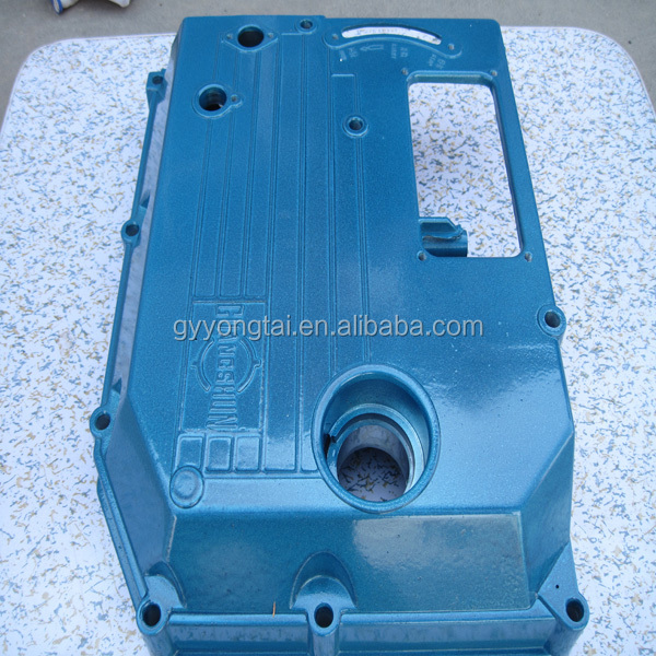 Agricultural tractor engine cylinder head cover