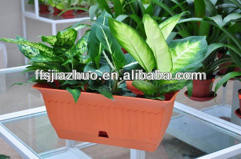 window planter boxes,plastic trough,floreiras in the window