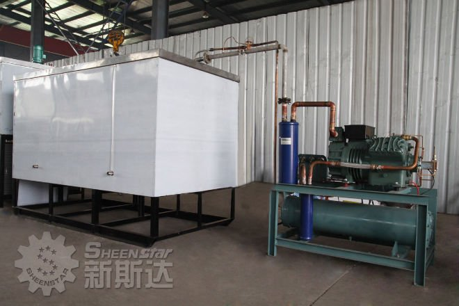 Cooling water tank and refrigerator