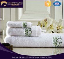 2017 latest high quality hotel white towel with delicate green lotus