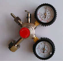 co2 regulater with dual pressure gauge