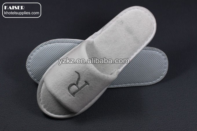 High grade disposable open toe velour hotel slippers,R letter Logo