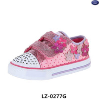 Twinkle Pretty Glitter Blossoms Sneaker girl flashing light shoes with floral appliques(Toddler/Little Kid)
