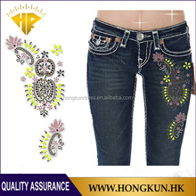 HONGKUN hot fix rhinestone transfer motif Application on the Jeans
