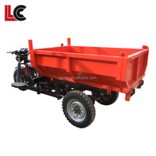 waste disposal and collection truck with tipper body