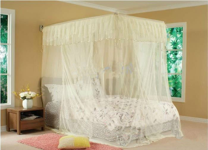 decorating canopy beds mosqito net