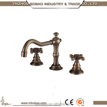China Factory Direct Sale Deck Mount Double Handles Antique Brass 3 Hole Wash Basin Faucet Gold Plated 5 Hole Bathtub Faucet