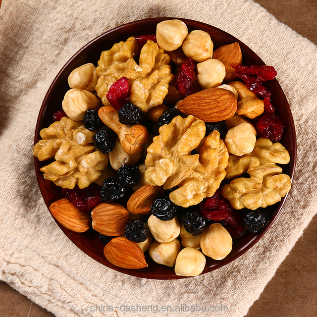 Орехи и сухофрукты на ужин