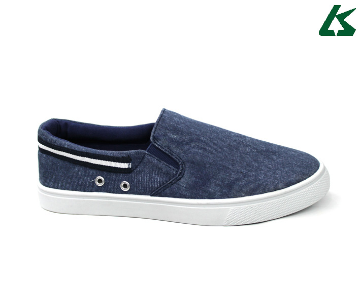 OEM new model canvas shoes slip on men canvas shoes