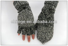 100 % WOOL GLOVES with flap