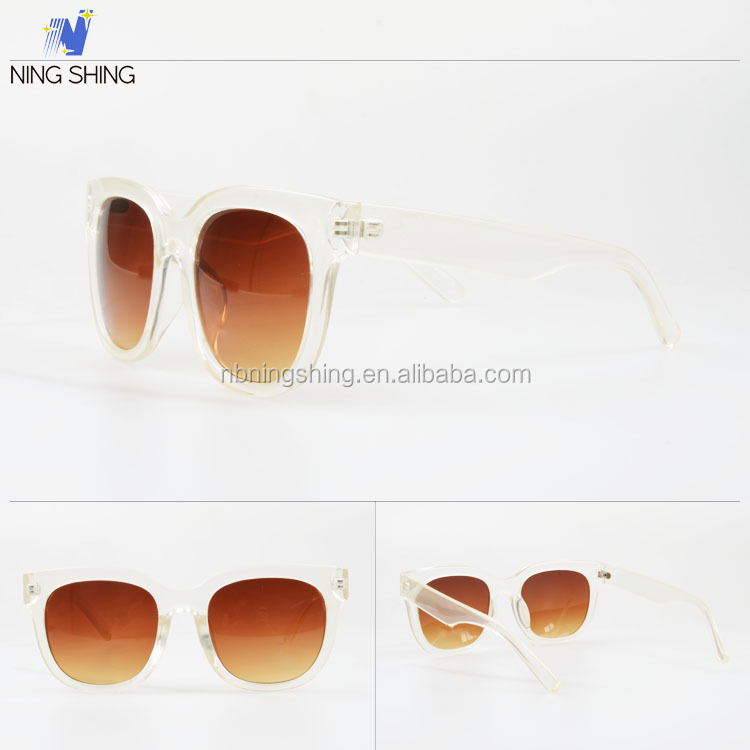 Cool Novelty Products Classic Ladies Branded Sunglasses Stock