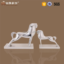 Resin horse statue animal art chinese horse sculpture for desktop decoration