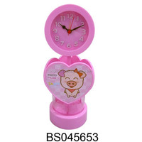 Newest Product DIY 4 in 1 Plastic Pen Holder with Pig Pattern Heart Shape Picture Frame with Clock for kids