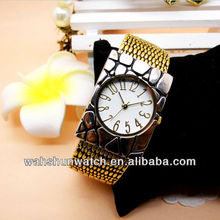 2013 vogue lady bangle fake leather crocodile watch with square shape