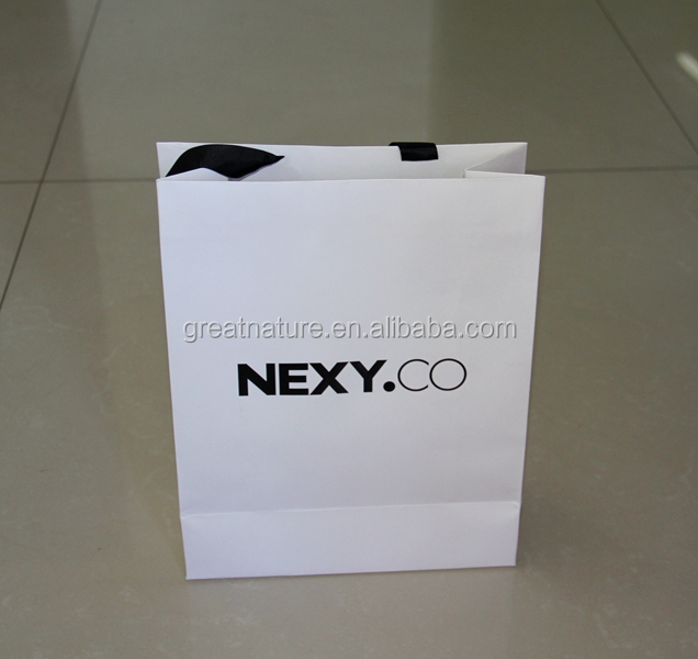 Paper shopping bags with custom logo