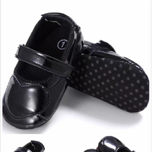 child hot selling soft infants touch leather babies shoes love heart pattern