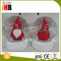 Customized polyresin christmas snowglobes With Bottom Price