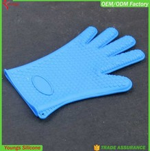 2015 Promotional waterproof gloves, heat resistant silicone cooking gloves oven mitt for housing use
