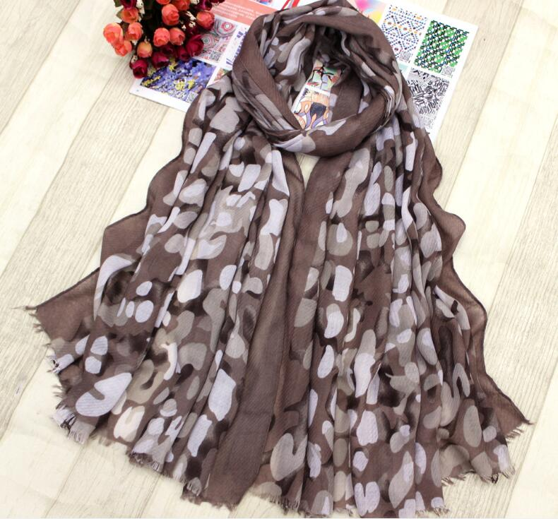 2018 High quality wholesale fashion printed shawl <strong>scarf</strong> twill voile with tassel <strong>scarf</strong>