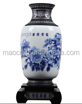 Chinese Hot sale antique Blue White Flower Porcelain/Ceramic Vases with activated carbon base crafts for business gifts