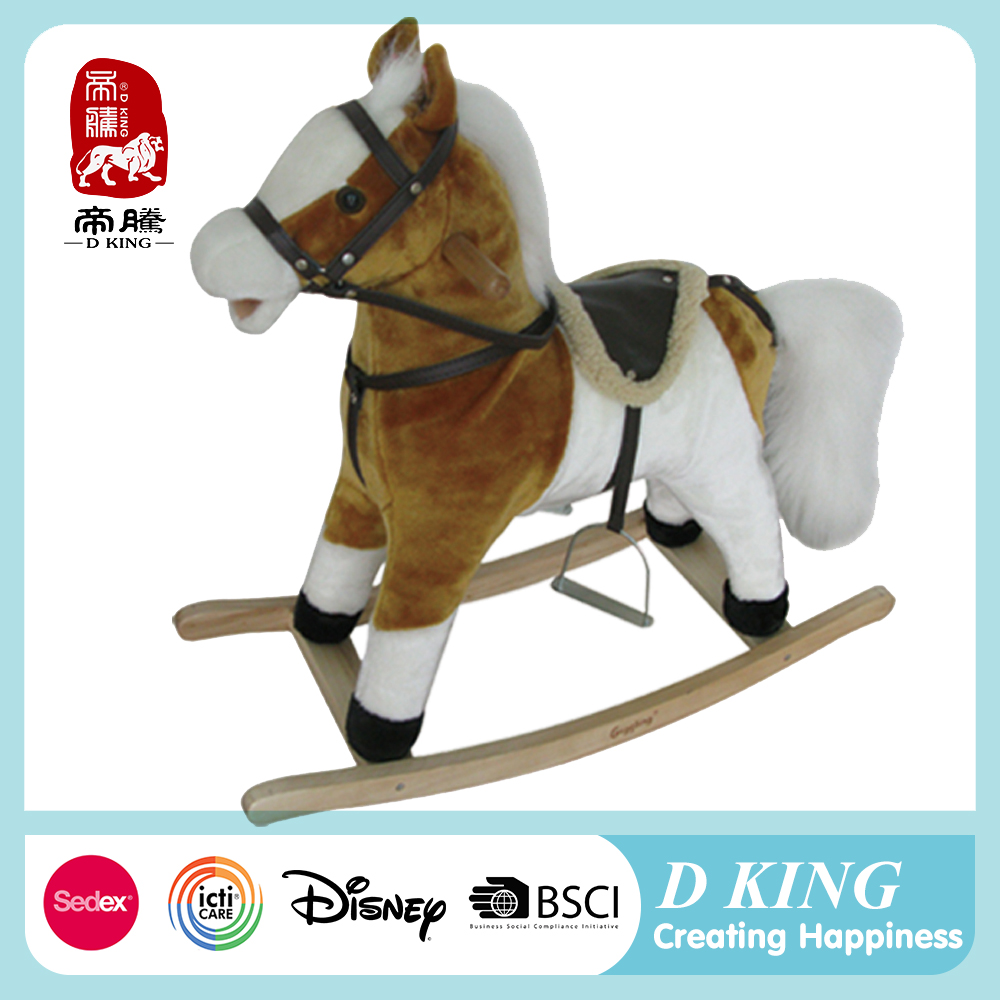 2016 new design wooden rocking horse toy plush rocking horse can bray