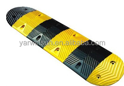 Rubber road speed hump rubber cable protector hump road safety rubber hump