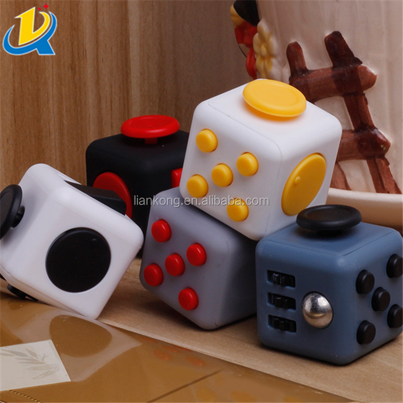 High quality ptomotion Christmas gift stress release cute small plastic fidget cube