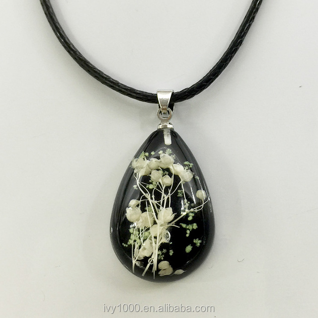 2017 Hot sale fashion real dry flowers babysbreath pendant necklace resin pressed flower pendant necklace