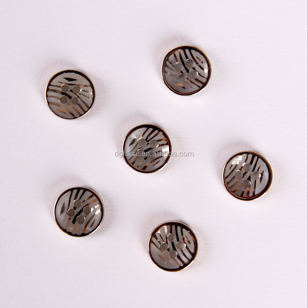 Garment Accessory factory fashion plastic 4 holes shirt button for clothing