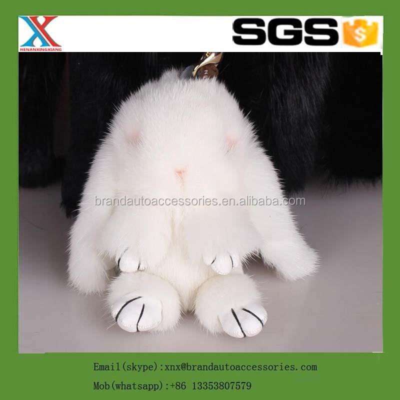 Сшить брелок кролик из меха своими руками 3