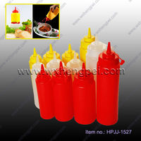 Plastic ketchup bottle tomato sauce cruet with pipefish