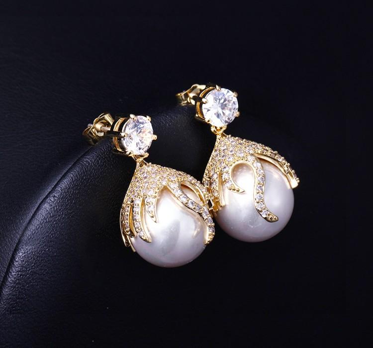 Luxury pearl earring