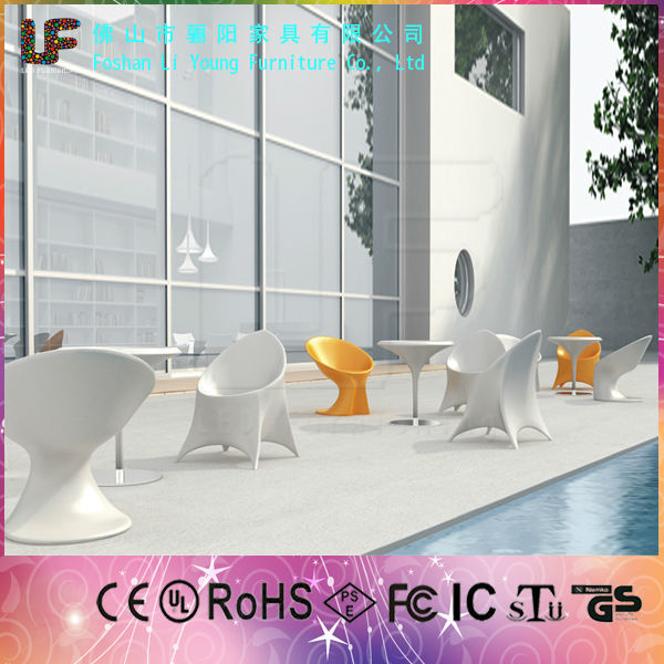 China Supplier for Modern Design Nightclub Commerical Set Illuminated Plastic Furniture Bar Table and Chairs