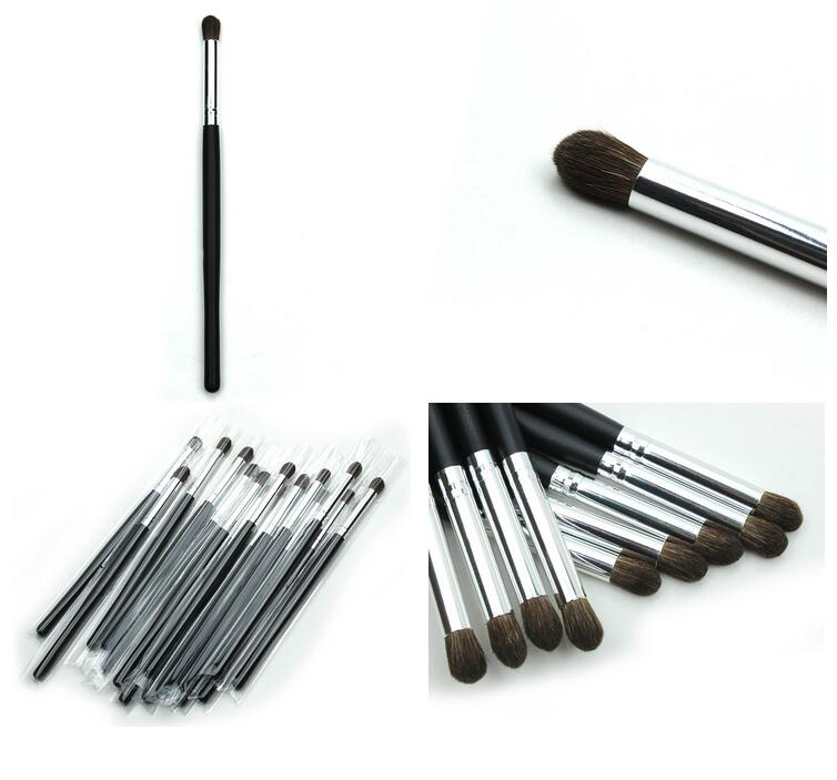 Wooden Handle Single small size Eyeshadow Makeup Brush