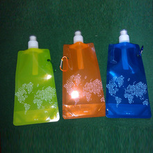 New design bpa free plastic foldable water drink bottle bag with hook and gravure printing,custom bottle bag